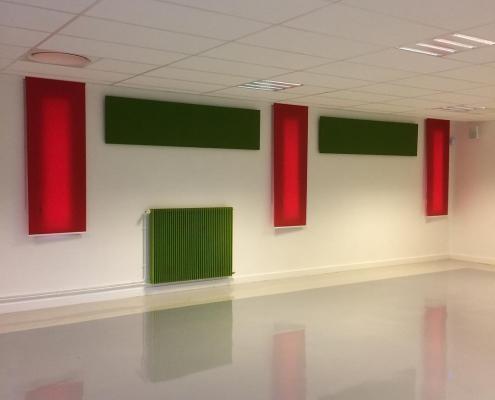 Panneaux acoustiques vert et rouge