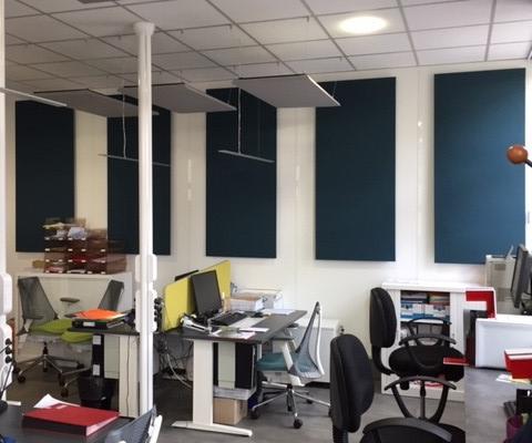 Panneaux acoustiques suspendus faux plafond